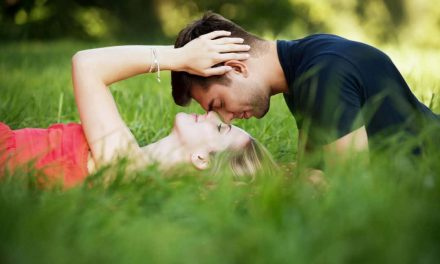 What Does Love Feel Like? 10 Signs You Can't Ignore
